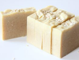 Savon saponifié à froid lait d'amande, miel & flocons d'avoine